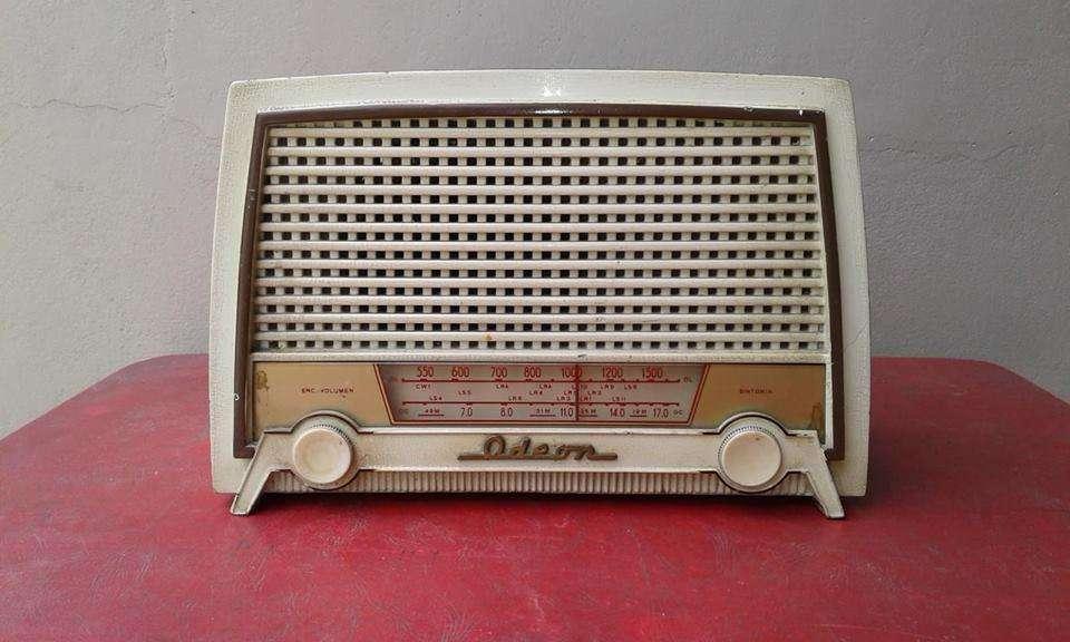 ANTIGUA <strong>radio</strong> A VÁLVULAS ODEON FUNCIONANDO.