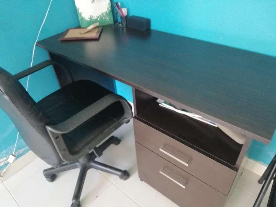 Se Vende <strong>escritorio</strong> con Su Silla.