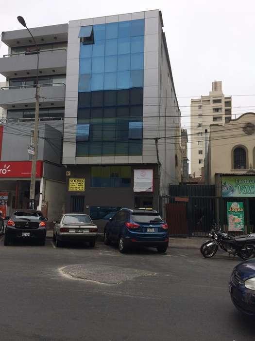 vendo local comercial de 4 pisos frente al cc risso