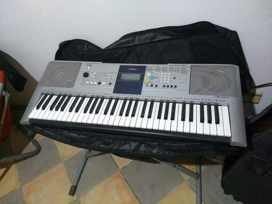 Piano Yamaha Psr E323