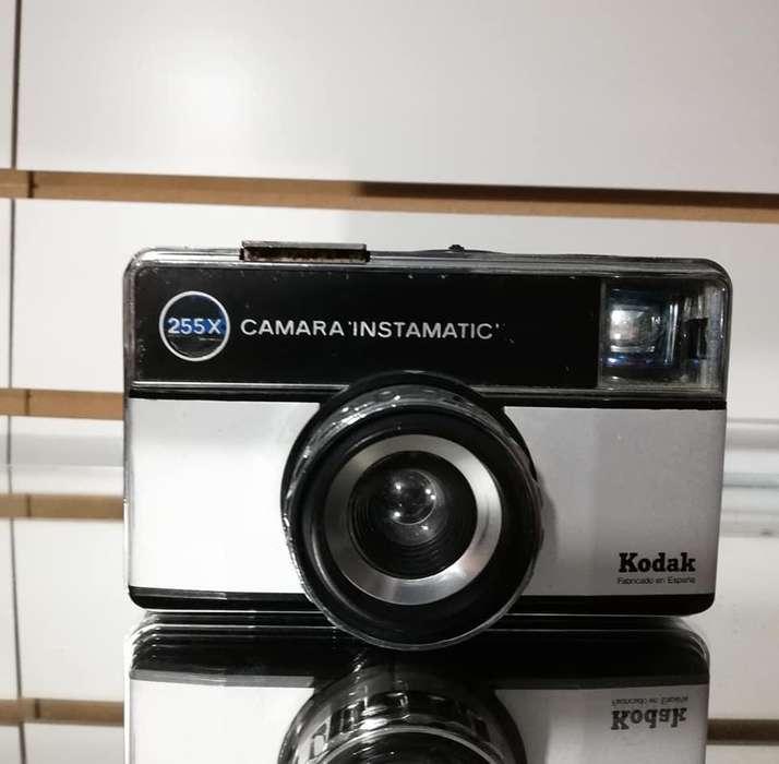 Vendo Antigua Camara Kodak instamatic 255x 1971 Hecha España , Articulo de Coleccion y/o Decoracion