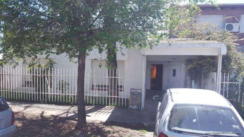 Vendo casa 3 dormitorios, patio y cochera en Villa Constitución.