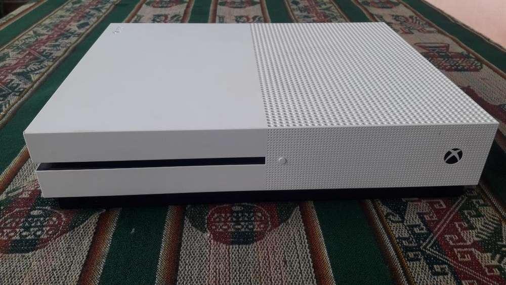 Vendo Xbox One S Impecable