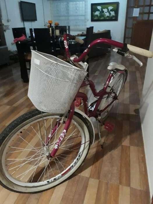 Bicicleta Hermosa, Casi Nueva,con Casco