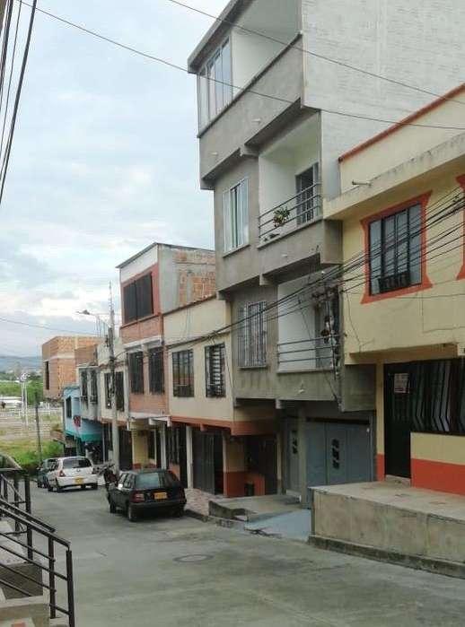 Edificio de 4 Apartamentos Independiente