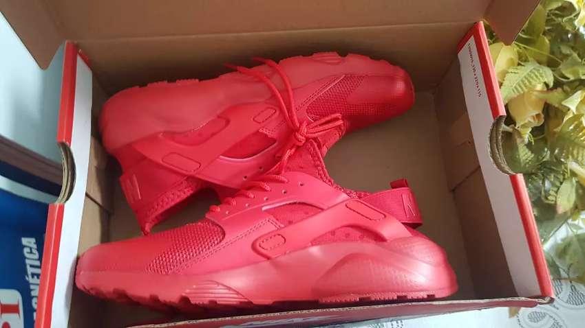 zapatillas nike huarache rojas