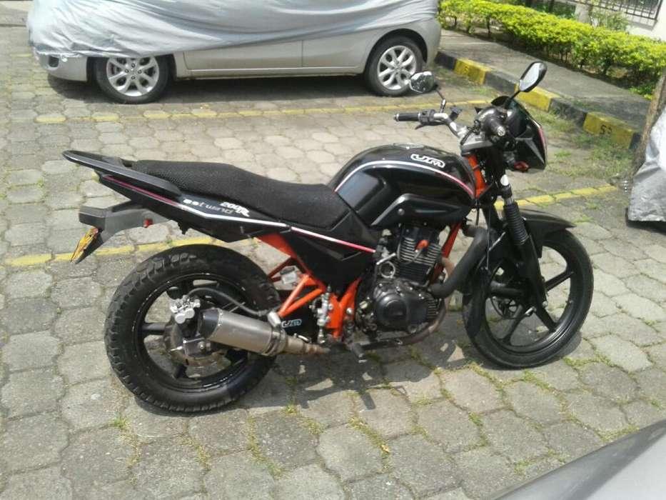 Moto Um 200 Deportiva