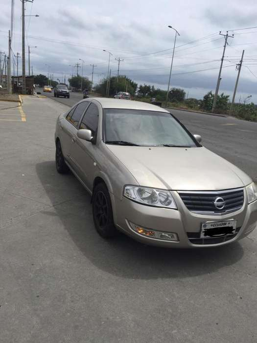 Nissan Almera  2010 - 220000 km
