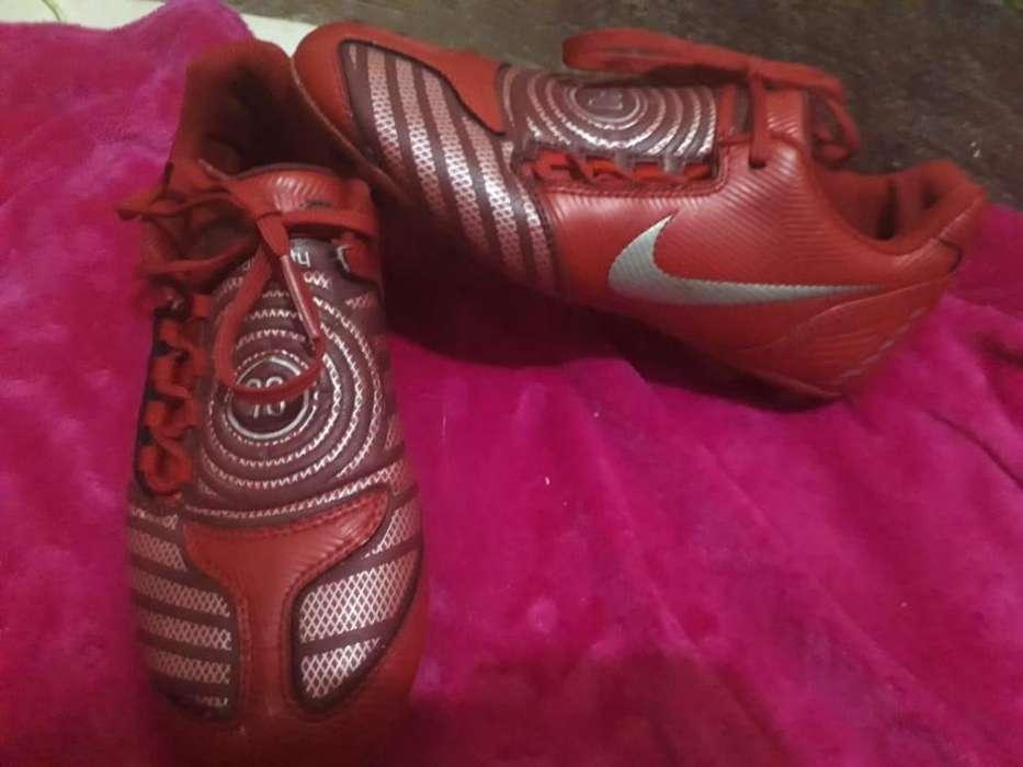 Vendo Botines Nike Originales
