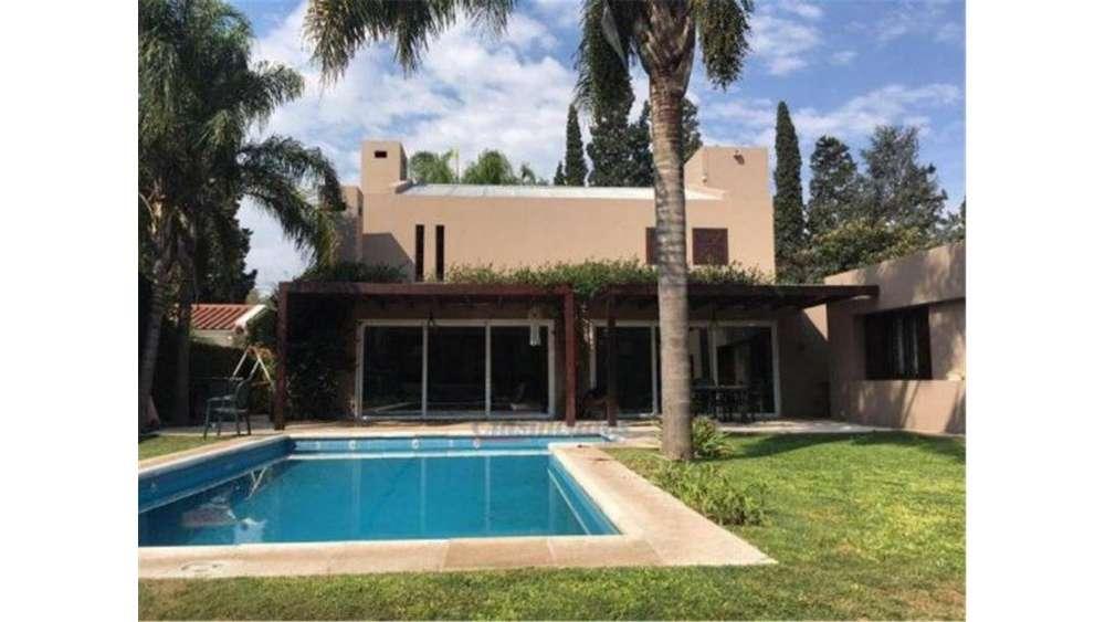 Agusti 6800 - UD 420.000 - Casa en Venta