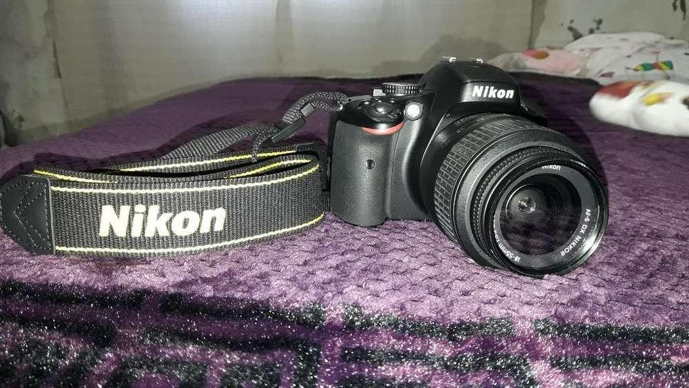 Vendo Nikon D5100 Y Accesorios