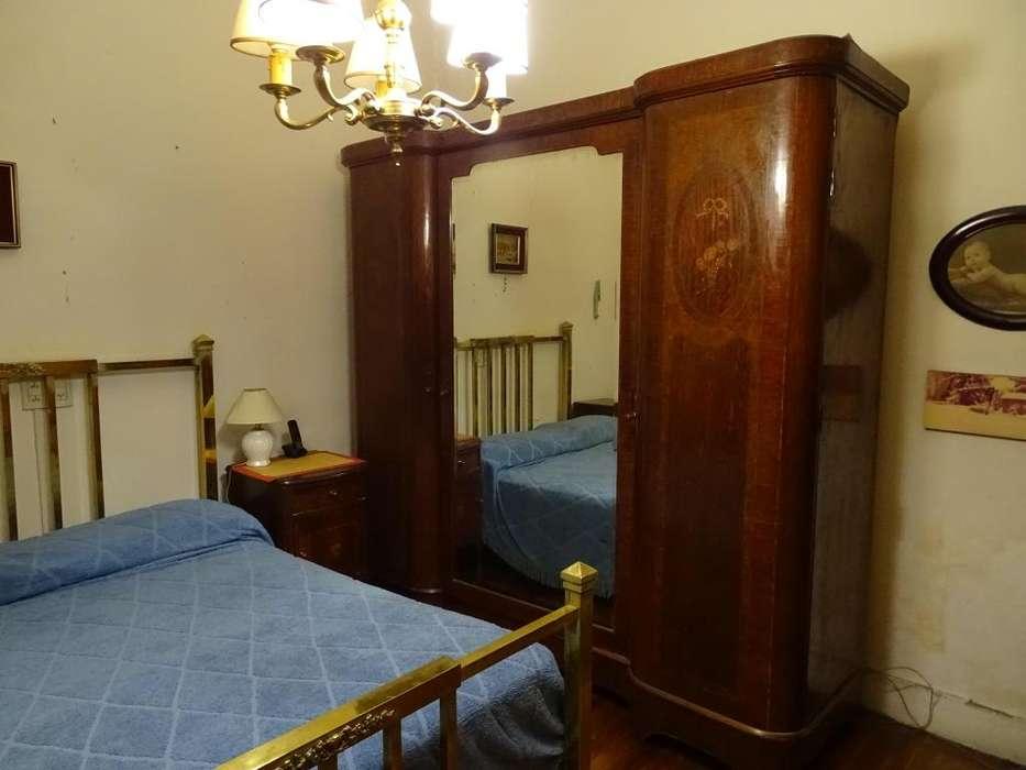 Juego <strong>dormitorio</strong>, Cama de bronce y Ropero antiguos