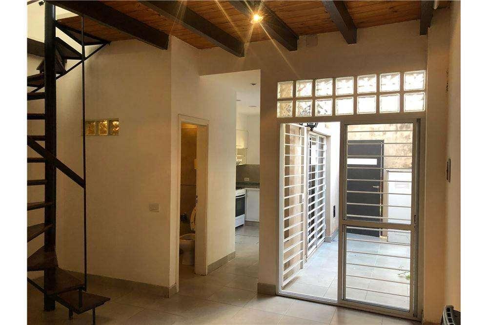 VENTA - Duplex de Pasillo 2 Dormitorios - ABASTO
