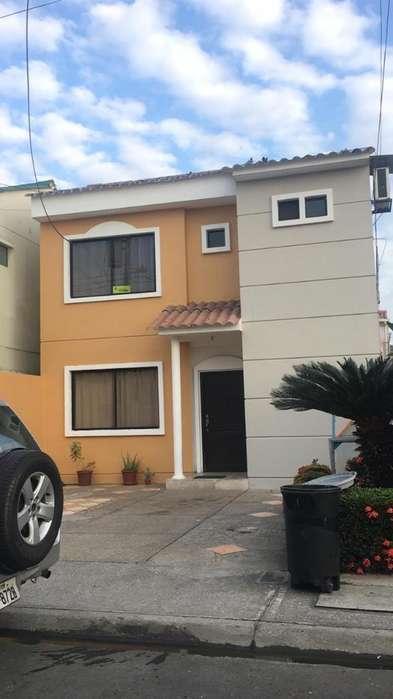 Alquiler de Casa en Urb. Matices, frente al C.C Riocentro El Dorado, Samborondon