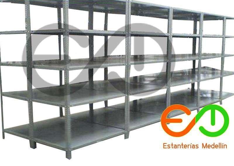 estanterias metálicas en Medellin soluciones logisticas
