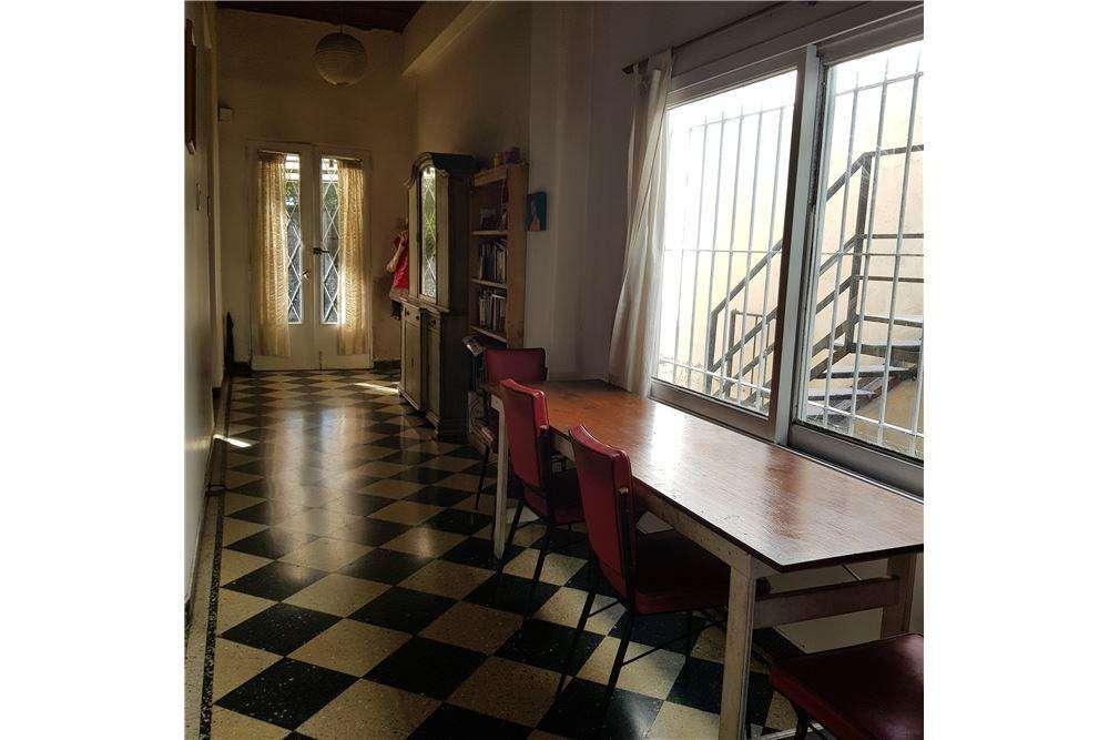 Casa 4 ambientes con cochera, Caseros centro