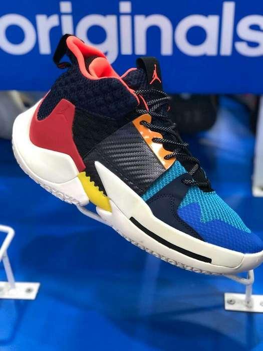 Hermosas Zapatillas de Baloncesto