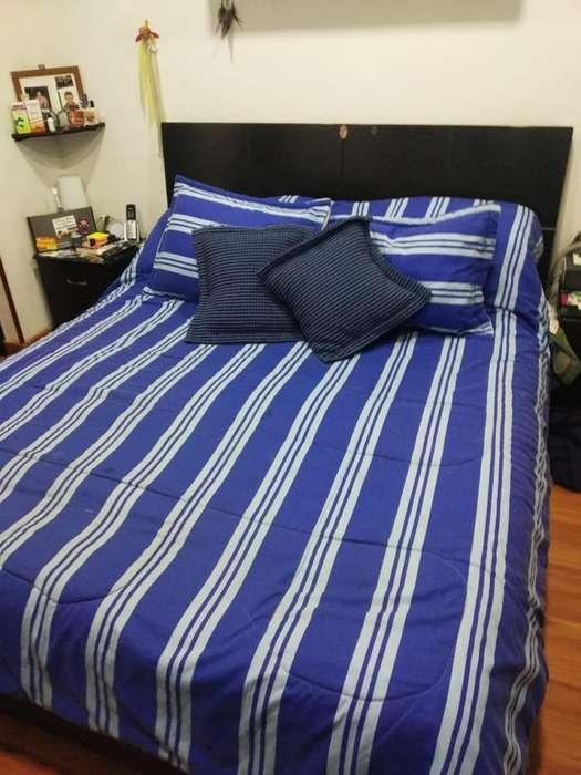 Cama Queen con colchón - Excelente estado!