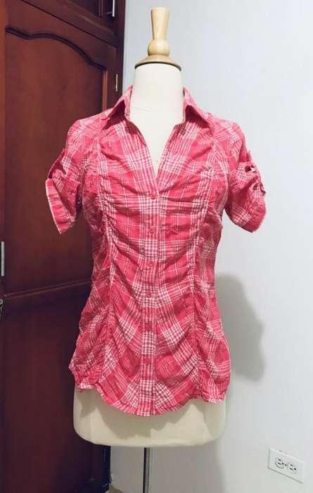 Vendo Blusas usadas, diferente diseños y en perfecto estado.