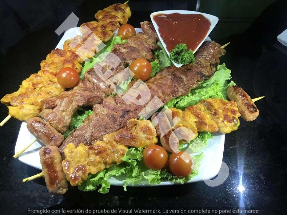 pinchos de pollo, pinchos de cerdo, pinchos mixtos y chorizos parilleros