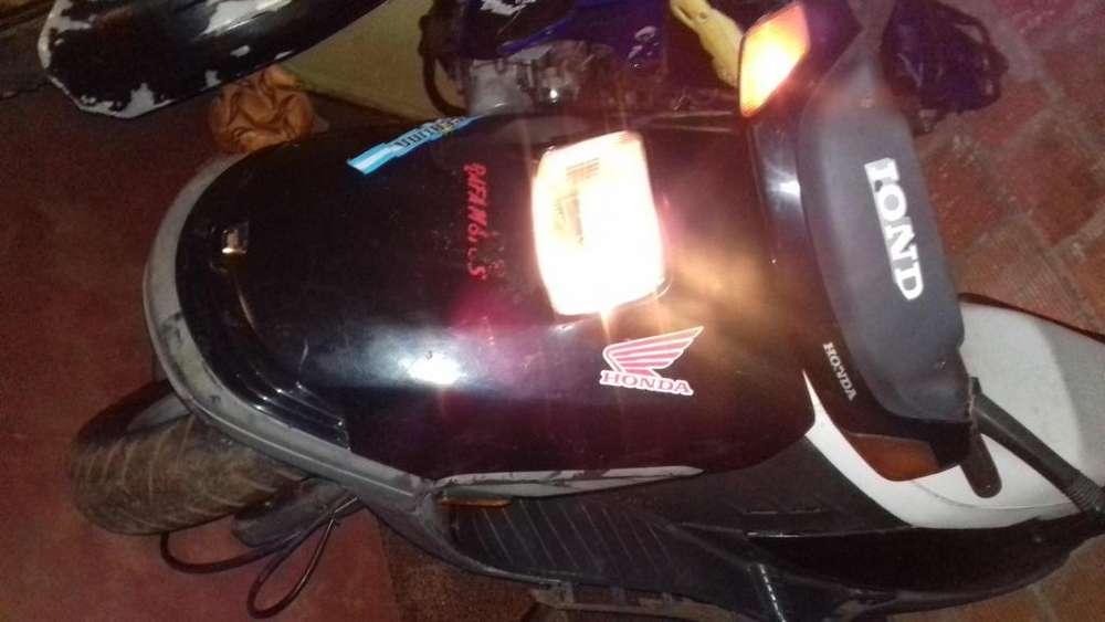 Vendo honda elite 250cc papel titulo y sedula tiene todo lo original