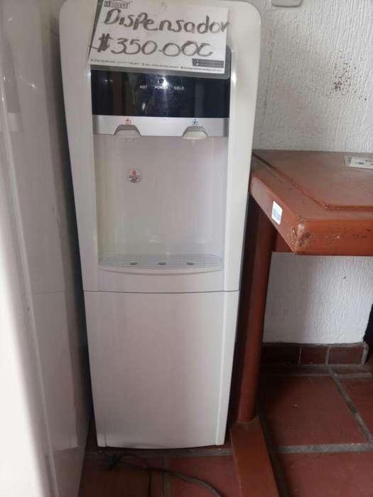 Dispensador de Agua Fria Caliente