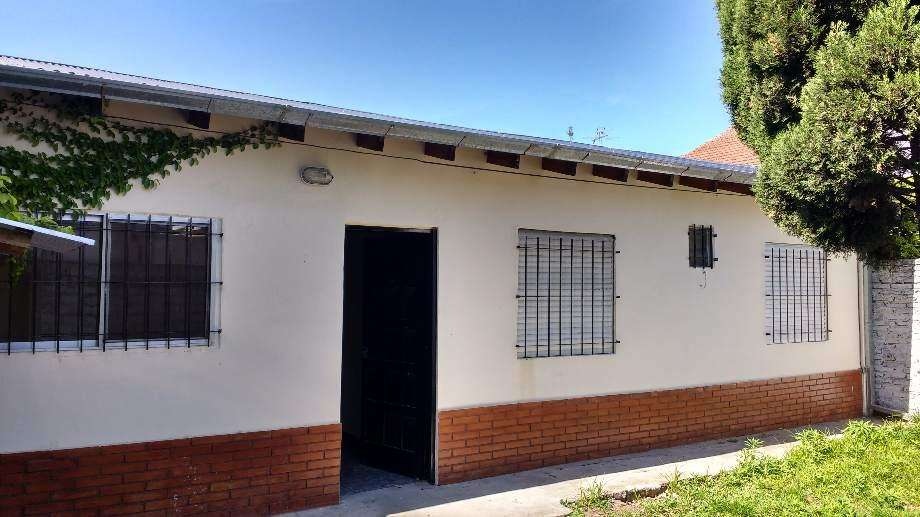 Casa Fondo en alquiler en Quilmes Oeste