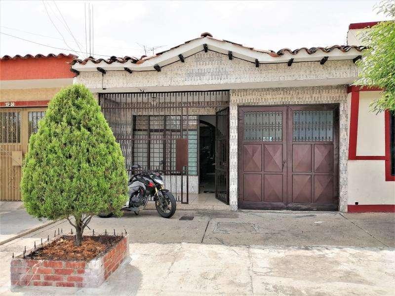 Casa En Venta En Cali Junín Cod. VBINH-609
