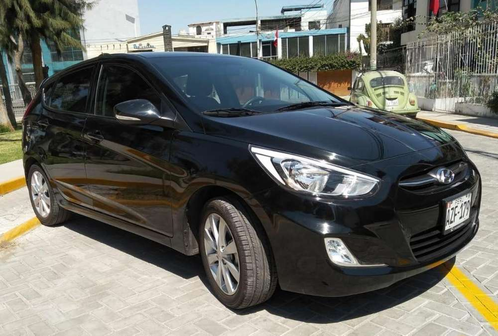 Hyundai Accent Hatchback 2017 - 8000 km segunda mano  en Arequipa