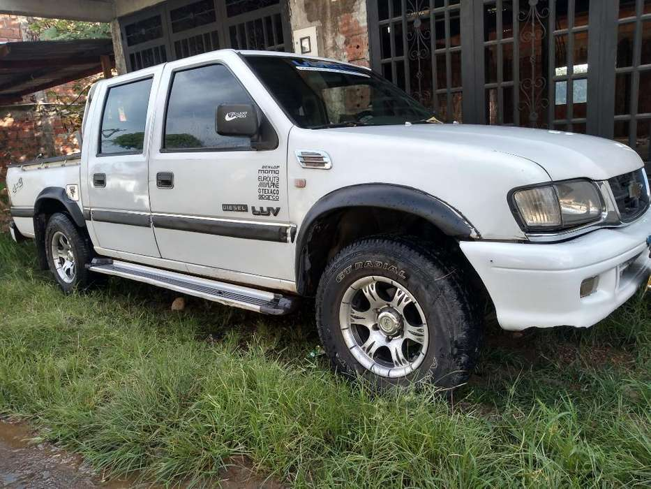 Chevrolet Luv 2004 - 10000 km