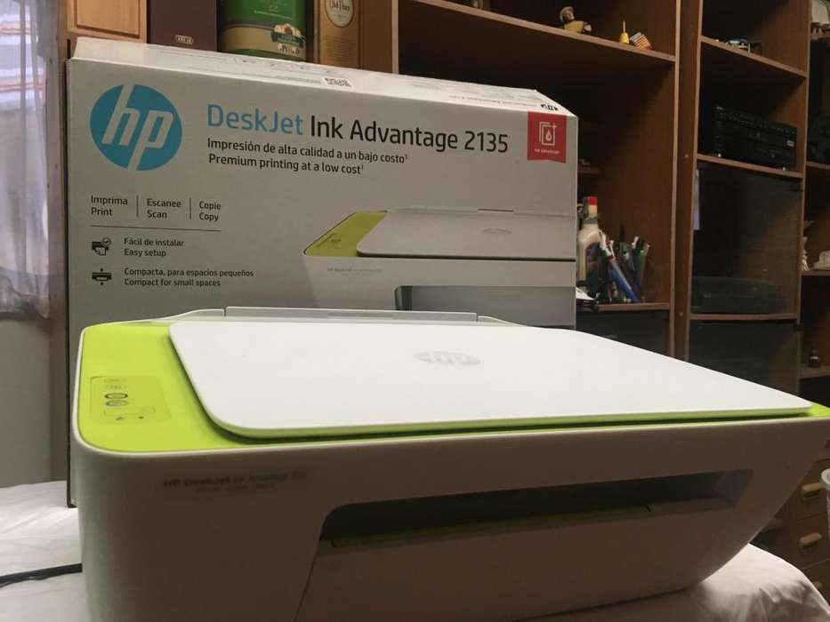 Impresora Multifuncional HP 2135 con sistema de carga