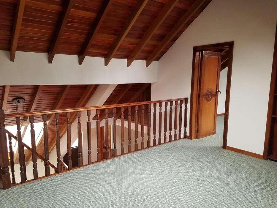 Hermosa casa sector Cdla Los Ingenieros 5 dormitorios.