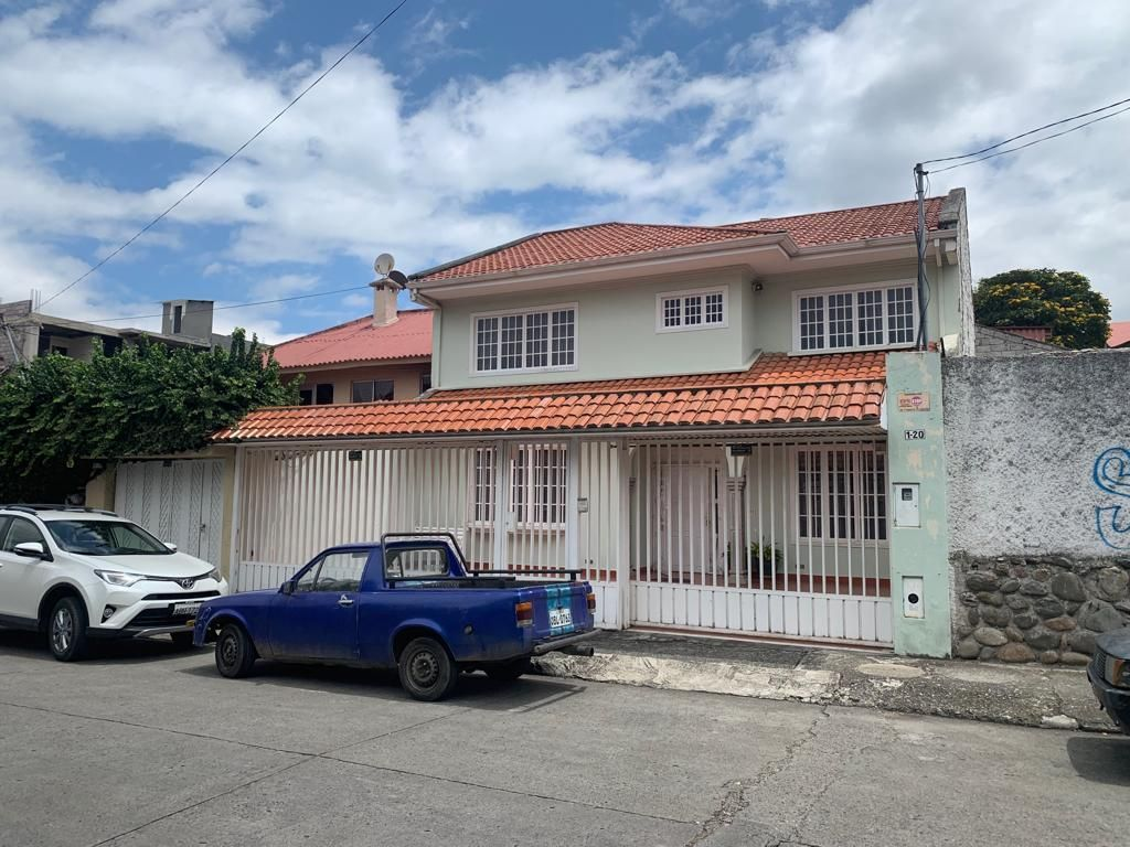 Casa en arriendo sector Estadio, sector RED CRAB. 099 99 53 587