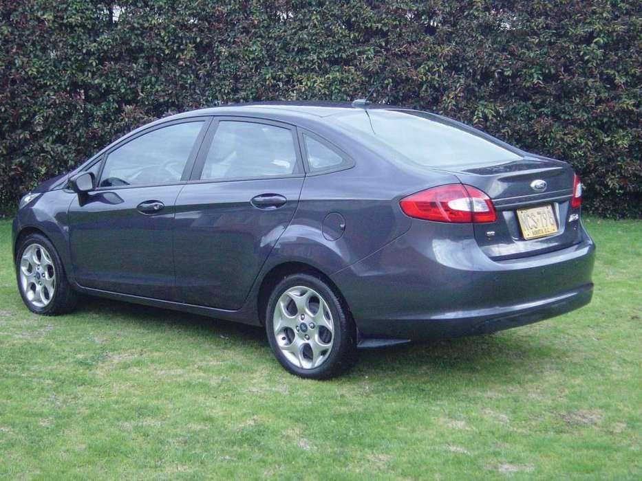 Ford Fiesta  2013 - 75800 km