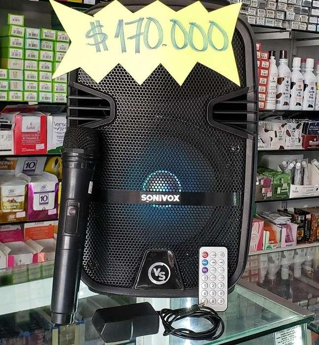 parlante portatil con luces Bluetooth radio usb microfono control