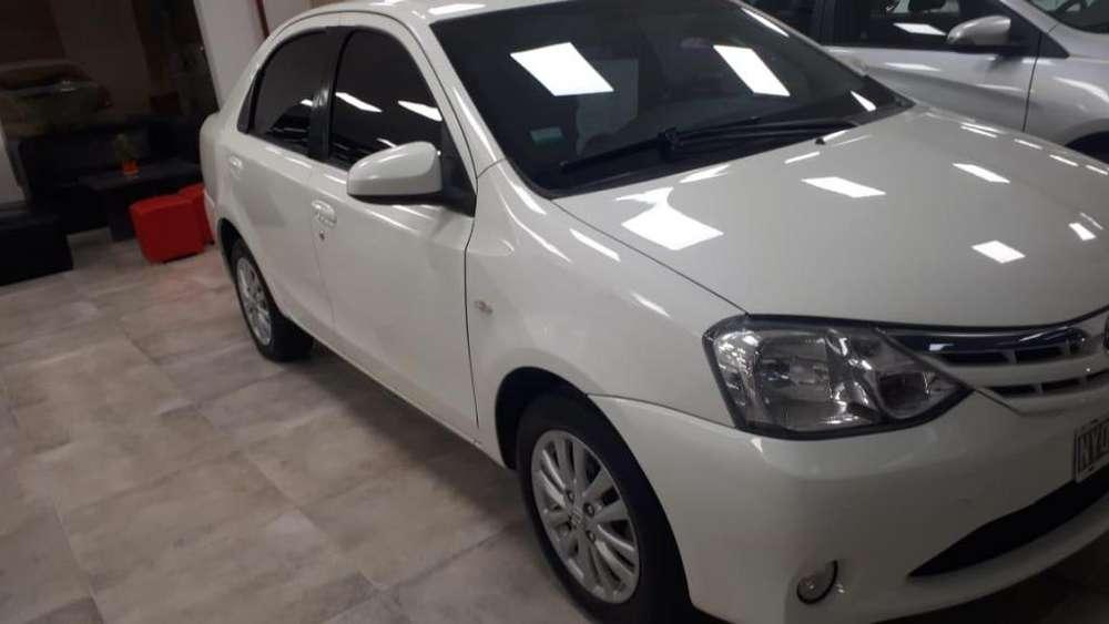 Toyota Etios 2014 - 100000 km