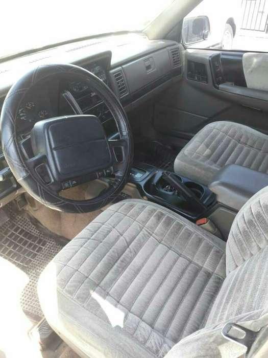 Chrysler Otro 1995 - 240000 km