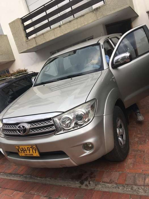 Toyota Fortuner 2011 - 175000 km