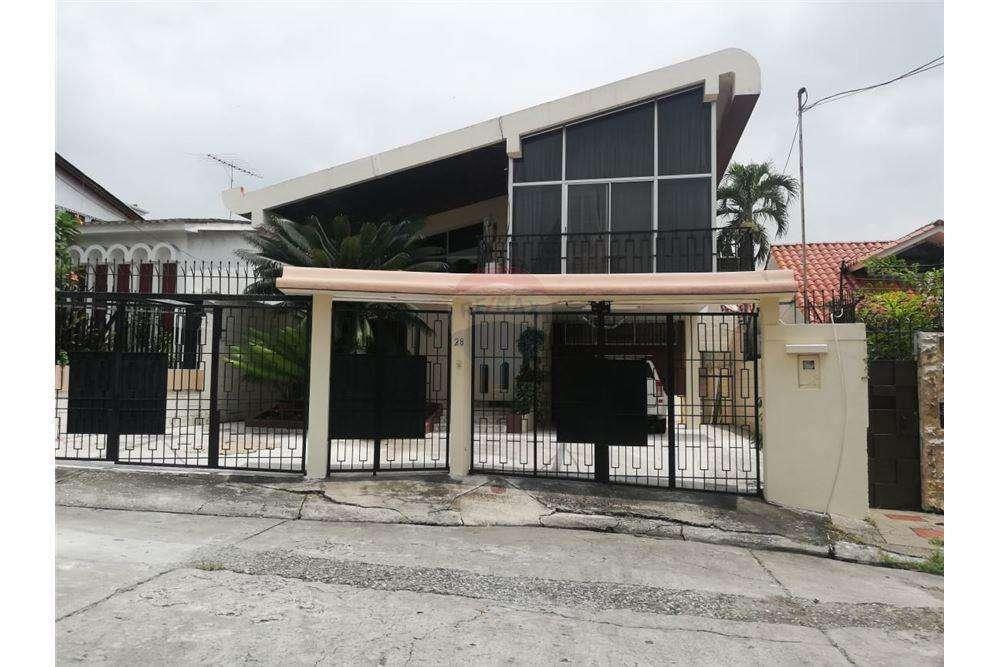 Casa de Venta en Lomas de Urdesa..Guayaquil