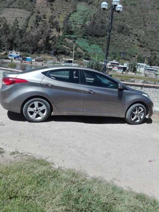 Hyundai Elantra 2012 - 68000 km