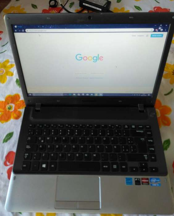 Notebook Samsung i5 8G Ram 320 GB HDD