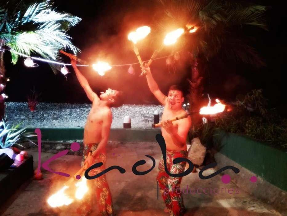 fiesta hora loca show luau hawaiana malabaristas <strong>bailarina</strong>s tikis anfitriones zanqueros batucada
