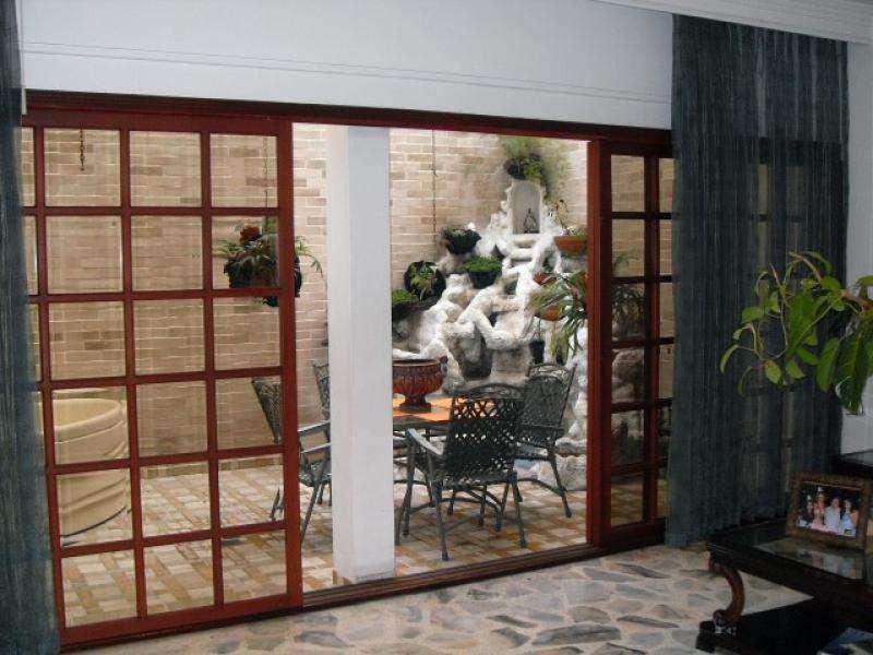 Casa En Venta En Cali Ciudad Jardín Cod. VBUNI8802