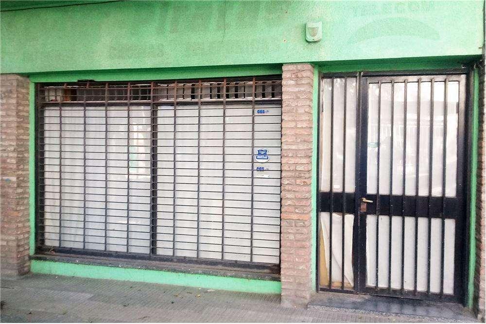 Venta Local Comercial al frente con Casa en PA