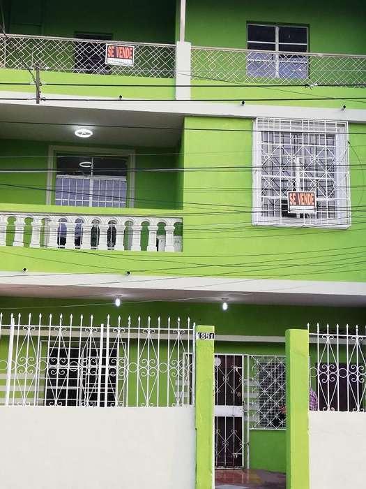 Casa Tres <strong>piso</strong>s con Terraza