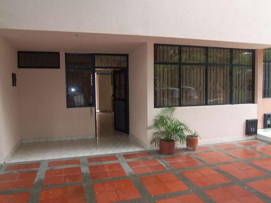 SE ARRIENDA <strong>casa</strong> FRENTE AL COLEGIO COLOMBO INGLES