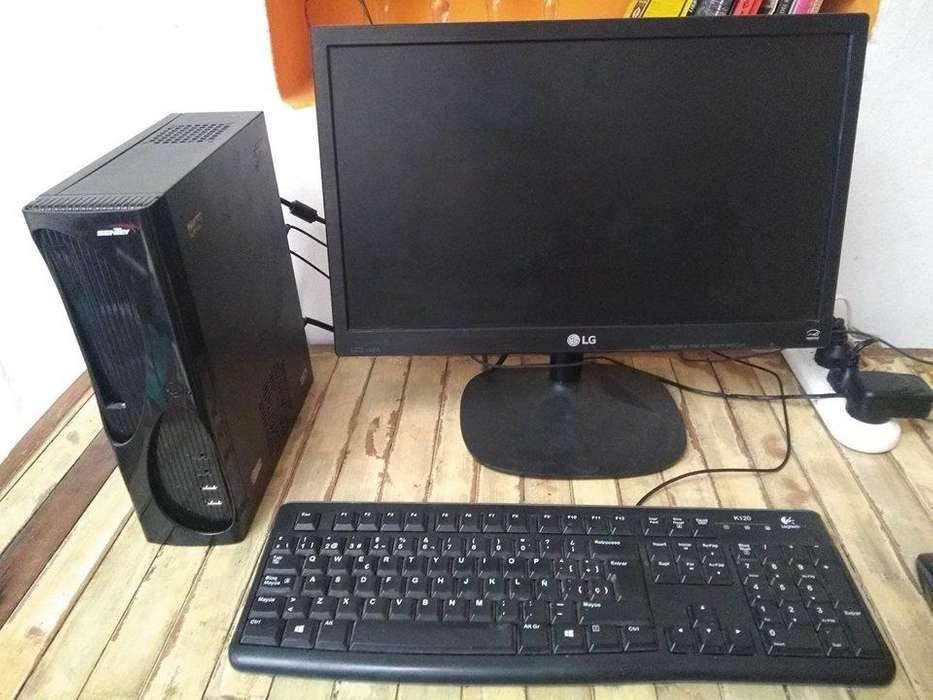 OPORTUNIDAD! Computadora de escritorio completa (MiniCPU) AMD/64bits/4GB/Win10