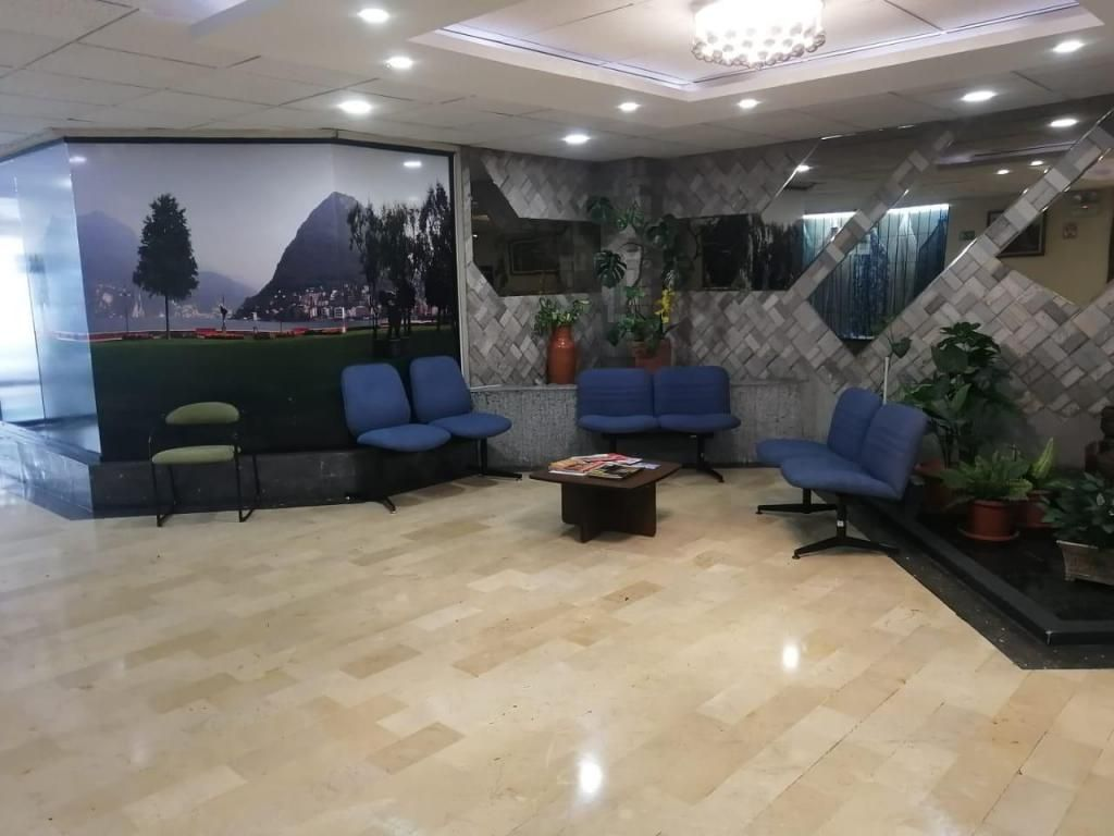Alquilo oficina en la Colon y Diego de Almagro 76 35