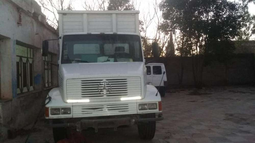 Vendo Camion Mercedes Benz