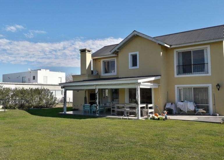 Muy Linda Casa en Alquiler Temporal en Estancias del Pilar